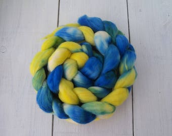 Handdyed merino roving top 4.4 oz (125 gr) for spinning, felting, weaving