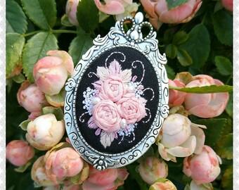 MRB1 Midnight roses brooch