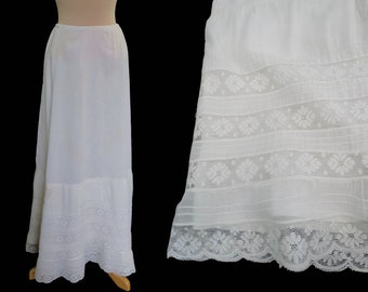 Antique Clothing - Victorian Petticoat With Wide Lace Border - Hips 101 cm