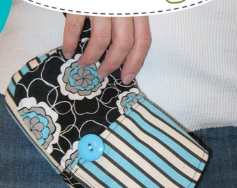 pdf Sewing Pattern - Curvy Wristlet - easy wristlet wallet - makes a great camera case - Instant Download