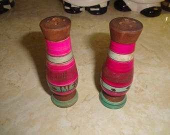 vintage pair salt pepper shakers wood pink turquoise band