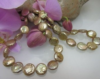 Freshwater beads as strand in gold-plated discs 11 mm mod. 6