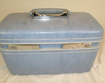 Vintage Samsonite light Blue Train Case with tray, Mirror, and key!