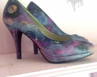 Galaktische! Hand bemalt Galaxie Heels mit Nebel, Konstellation & Planet Detaillierung, werden nicht von dieser Welt mit dieser atemberaubenden Nacht Himmel Schuhe!