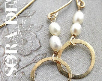 Gold Circle Pearl Earrings, Bridal drop earrings, wedding jewelry Pearl Simple everyday earrings, bridal pearl earrings