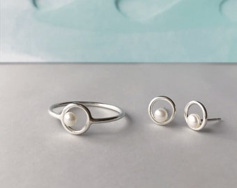 Circle and pearl ring  - tiny pearl ring - Sterling silver and white pearl ring - freshwater pearl ring - white pearl - silver circle ring