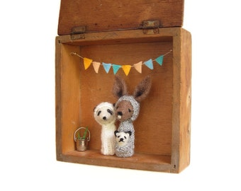 FINGER PUPPET BOX Needle Felted Kangaroo Mom and Panda Father and Baby in a Vintage Shadow Box, Toy, Wall Hanging, Nursery Decor
