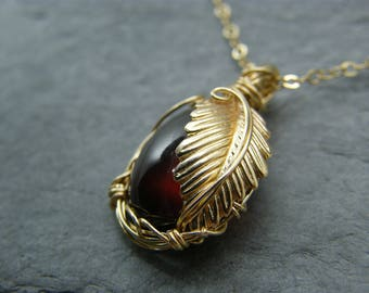 Garnet necklace ~ Gold ~ January birthstone ~ Gold birthstone pendant ~ Leaf necklace ~ Red garnet ~ Natural garnet ~ Garnet pendant ~ Gold