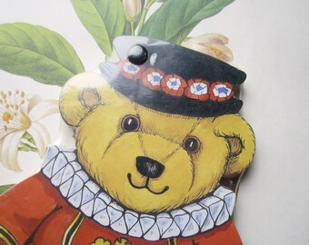 Vintage Harrods of London Souvenir , Teddy Bear Beefeater, Notepad , Vintage Stationery , Dressed Stuffed Teddy , England Travel , Die CuT