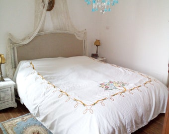 Vintage linen bed cover, in white crisp linen/cotton blend, fringed on three sides, wonderful country style embroidering flower design