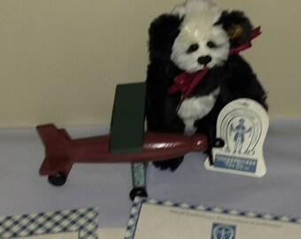 """Knickerbocker 6"""" """"Lyn Lee"""" L.E. Mohair Panda No. 1329 of 3000"""