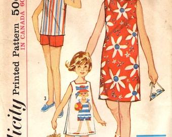Simplicité 5524 fille taille 4 plage de décalage robe Short ensemble VINTAGE des années 1960 circa 1964 utiliser panneau tissu