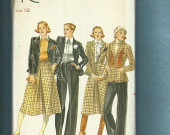 1970's Butterick 5565 Large Pointed Lapel Princess Seam Blazer Skirt & Pants Size 12 UNCUT