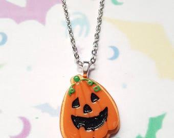 Resin pumpkin necklace, Pumpkin necklace, Pumpkin pendant, Pendant necklace, Halloween, Horror, Alternative, Punk jewellery, Pumpkin, Goth