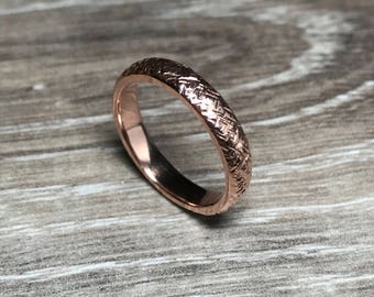 Rose Gold Cross Hatched Ring