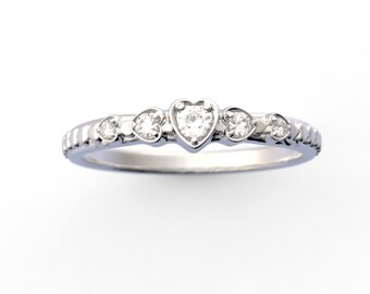 14K Gold Diamond Heart Ring Band Stackable