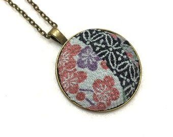 Japanese silk kimono fabric necklace, fabric pendant, Japanese pendant, white floral Necklace, Japanese covered button pendant,