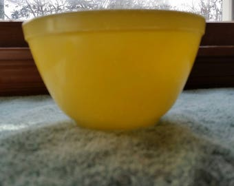 Pyrex Mixing Nesting  1/2 quart Yellow Bowl  Vintage Kitchen