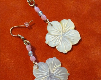 Carved Shell Flower Earrings (E42)