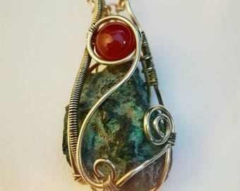 Necklace with carnelian and emerald raw