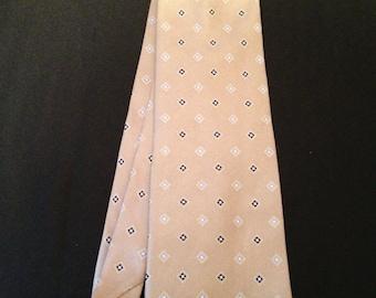 Vintage Men's 100% Silk Tie by IZOD.