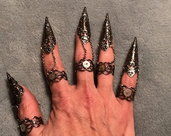 Claw rings