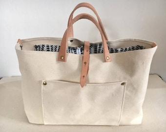 Medium 5-stitch wonder Canvas & Leather Tote w/ pockets and closure