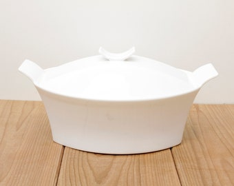 FREE SHIPPING Modern White Baking Serving Dish, Oven to Table Microwave and Dishwasher Safe. Casserole Dish with Lid, by Bowering.