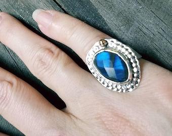 Bague en Labradorite bleue à facettes