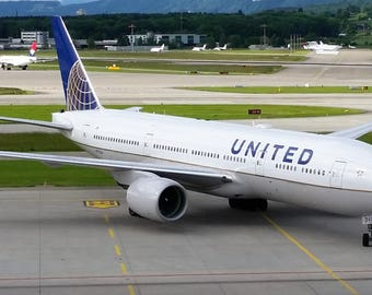 Digital Photograph of United Airlines Boeing 777-200