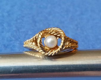 Cultured Pearl Vintage Avon Ring, genuine pearl HGE gold plated ring, adjustable ring up to size 7.5, 1977 rope ring with invisible sizer