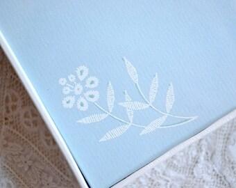 Vintage Eaton's Stationery Set - Eyelet Lace Flowers on Light Blue - Box Set NOS