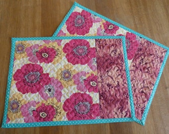 Set of 2 handcrafted, quilted placemats. Cotton place mat. Table mats. Dinner mats. Kitchen decor.