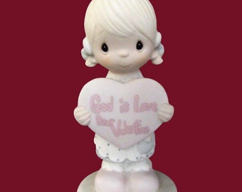 New Precious Moments GOD IS LOVE Dear Valentine e-7154, 1980's  Mint,  Never Displayed