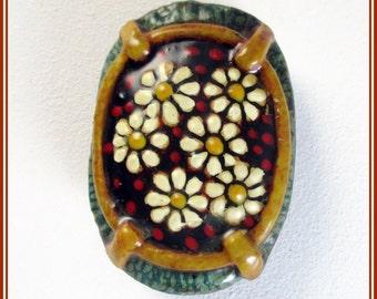 Broche de flores pintadas, broche artesanal para chaqueta, broche margaritas, broche hecho a mano, pin de flores pintadas, regalo para mamá