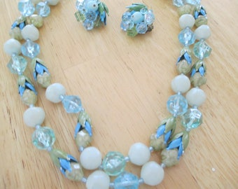Vintage costume jewelry  /plastic necklace and matching earrings