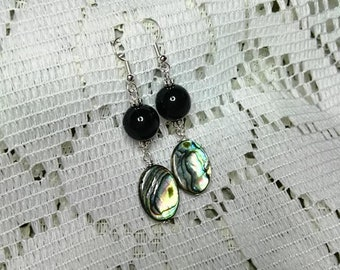 Pendant earrings with mother of pearl