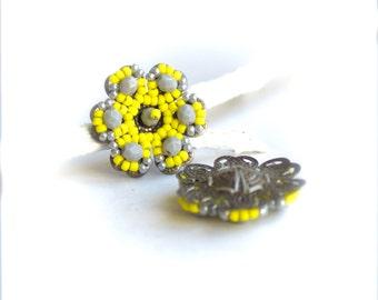 Beaded Flowers - 2 pcs. - Handmade Beadwoven Flower - Yellow, Grey - 24mm