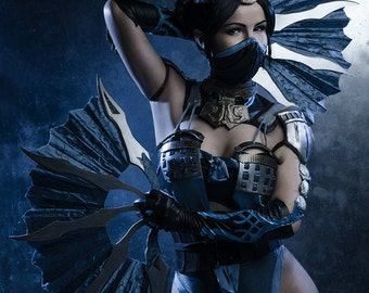 Kitana cosplay from Mortal Kombat X