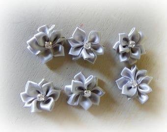 6 appliques 25 mm light gray satin ribbon flower
