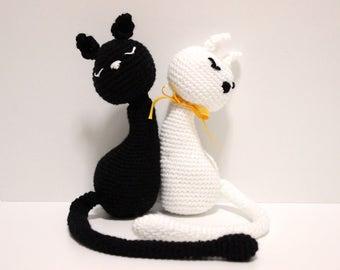 Amigurimi crochet cat dolls, ying yang black and white crochet cat, baby shower gift, gift for new born