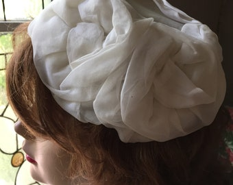 Vintage 1950s white /cream Colored formal hat netting tulle 1950s wedding head piece
