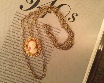 SALE! Classic vintage goldtone and faux pearl cameo necklace with double chain (A268)