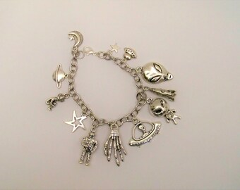 Alien Charm Bracelet, UFO Bracelet, Alien Jewelry, I Want to Believe, Sci-Fi Jewelry, Sci-Fi Bracelet, Alien Bracelet, UFO Jewelry, Silver