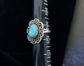 Vintage 925 - Sterling Silver - Navajo / Native American / Indian / South Western Style Ring with Turquoise Stone
