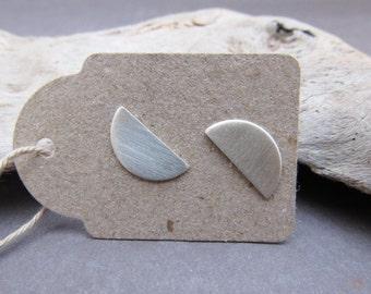 Half Moon Earrings, Moon Earrings, Everyday Earrings, Tiny Stud Earrings, Minimal Jewelry, Minimal Earrings, Geometric Earrings, Silver Stud