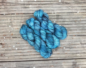 Hand-dyed yarn, 100% Superwash Merino, 100g, colourway Crest of a Wave
