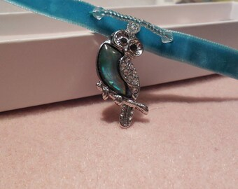 Shell Owl Choker Necklace.