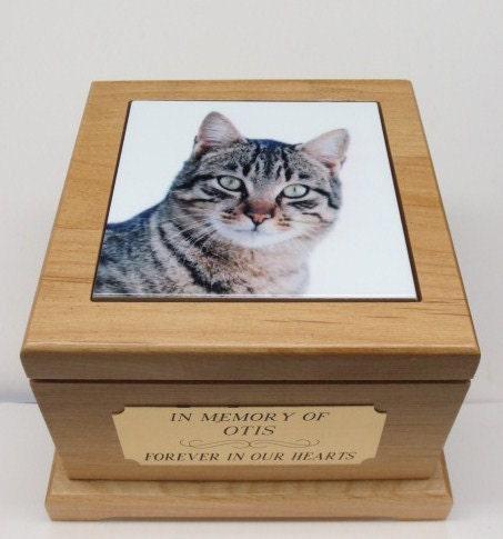chat urne urne pour animaux de compagnie avec carreau. Black Bedroom Furniture Sets. Home Design Ideas