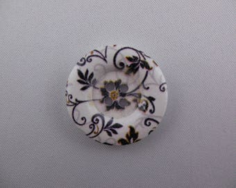 Button floral printed white wood